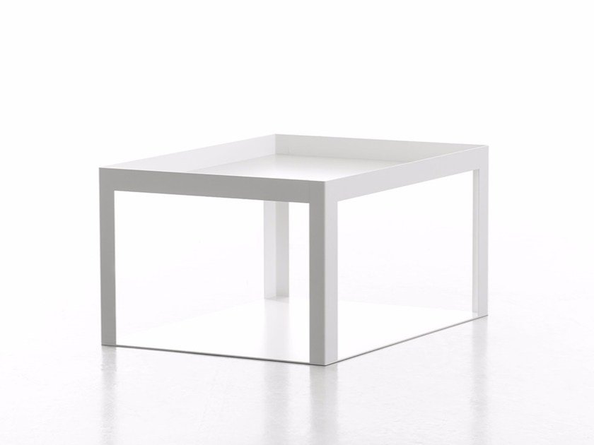 Low modular powder coated steel coffee table KARO - conmoto by Lions at Work