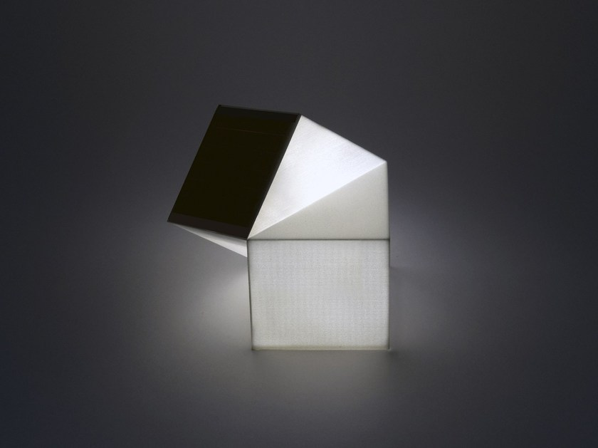 Solar powered table lamp LATITUDE LAMP by Nea Studio