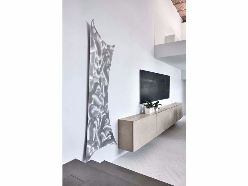Wall-mounted aluminium radiator LEAVES by RIDEA
