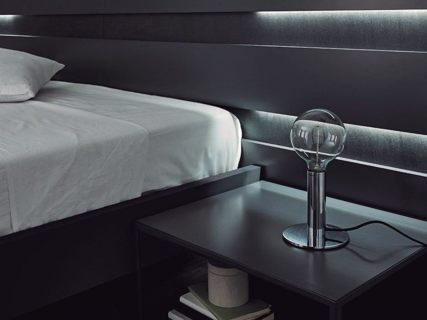 Metal bedside lamp with fixed arm LESS | Bedside lamp by Aromas del Campo