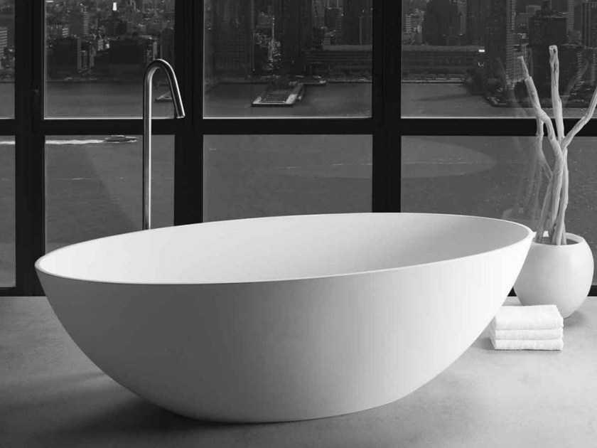 Freestanding oval bathtub LONDON - JEE-O