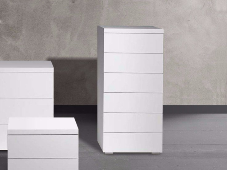 Free standing lacquered chest of drawers LOTO | Chest of drawers by Chaarme