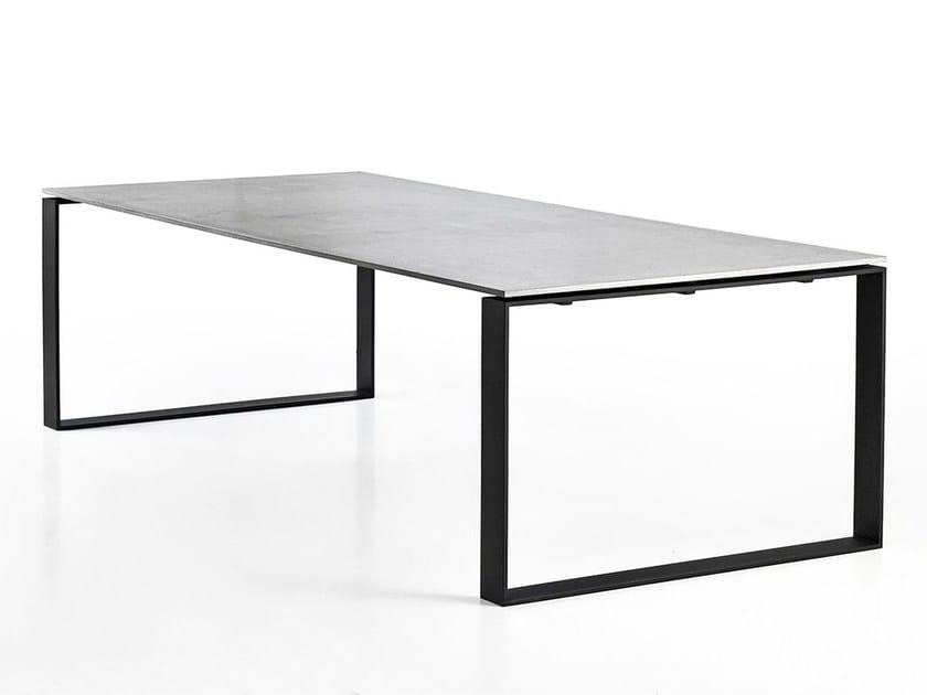 Concrete table LUCCA - Gravelli