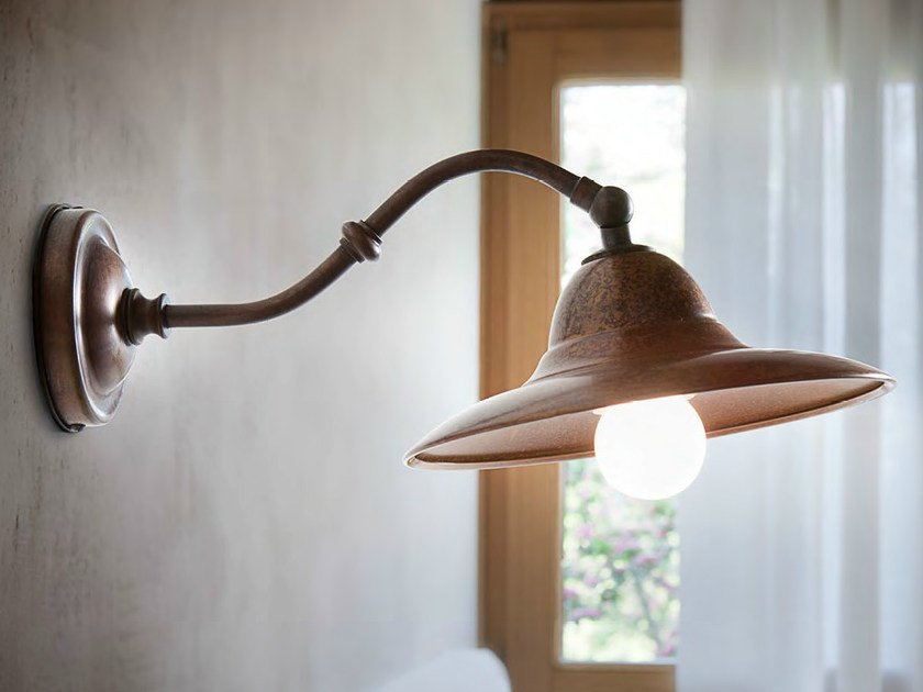 Brass wall lamp with fixed arm M. LESCAUT | Wall lamp - Aldo Bernardi