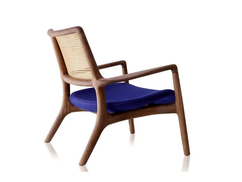 Poltroncina in legno massello con braccioli MAD | Poltroncina - Sollos