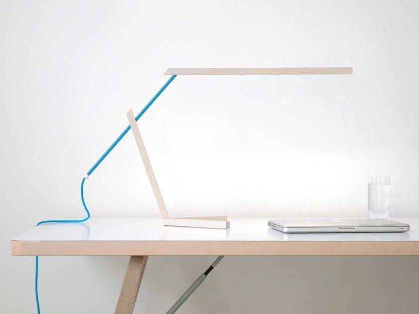 LED direct light maple table lamp MANTIS by Vertigo Bird