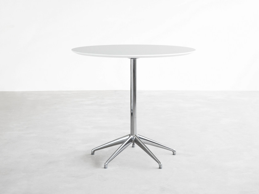 Round HPL table with 4-star base MAREA | HPL table - STUA