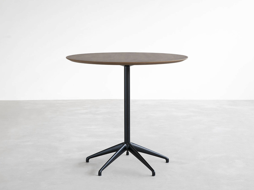 Round table with 4-star base MAREA | Wooden table - STUA