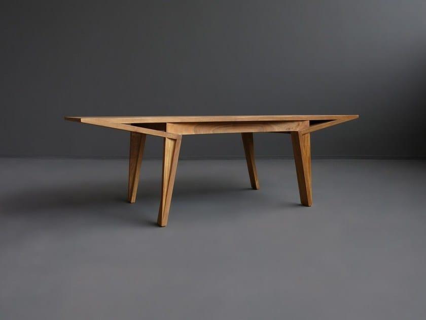 Solid wood dining table MARU - HOOKL und STOOL