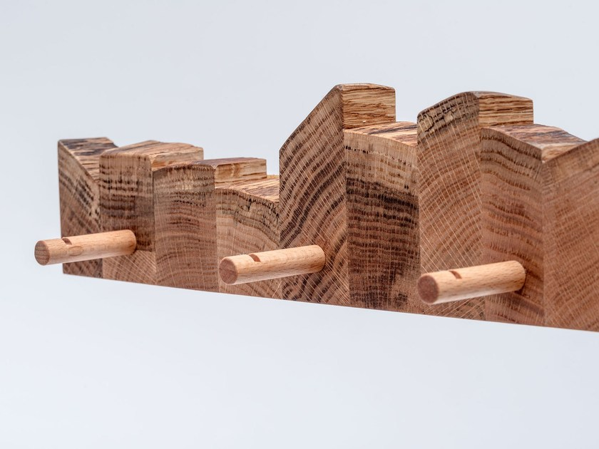 Wall-mounted English oak coat rack MASIV HANGER by ST FURNITURE