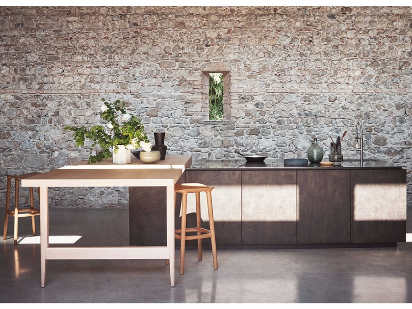 Fitted kitchen with island MAXIMA 2.2 - COMPOSITION 2 by Cesar Arredamenti