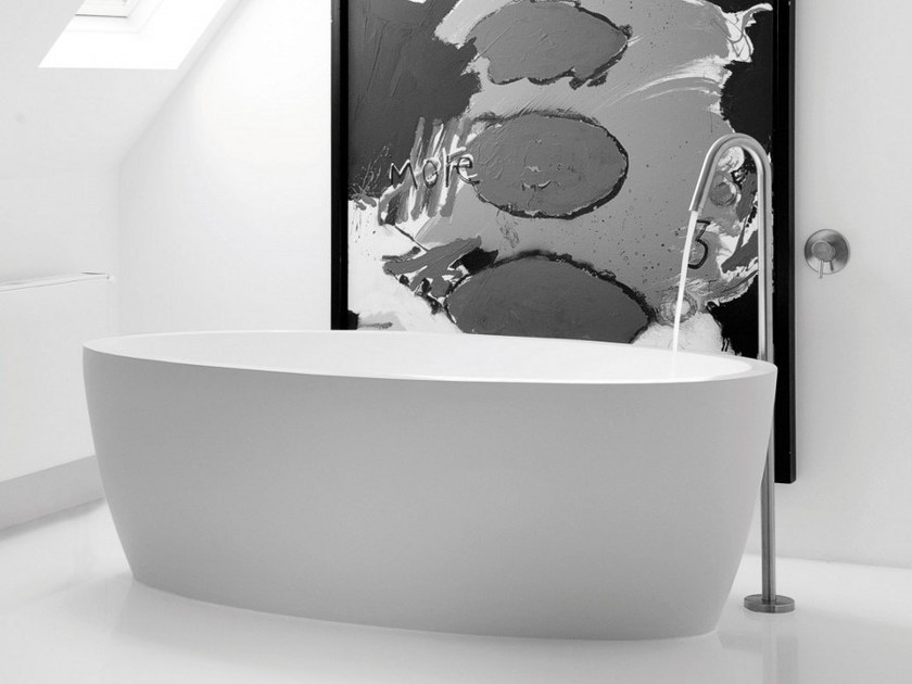Freestanding oval bathtub MAYA - JEE-O
