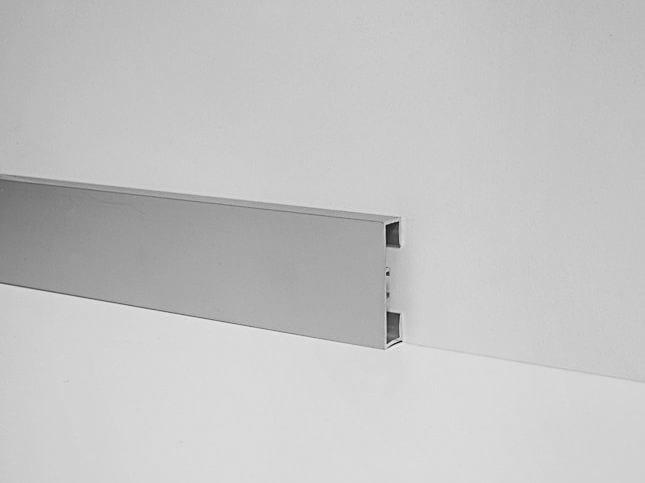 Metal Line 89/4 in silver anodised aluminium