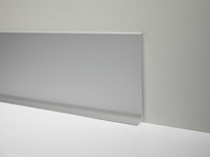Metal Line 90/6 in silver anodised aluminium