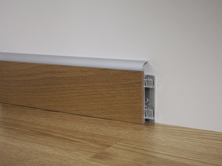 Metal Line 97/7W in silver anodised aluminium + natural oak insert + aluminium support