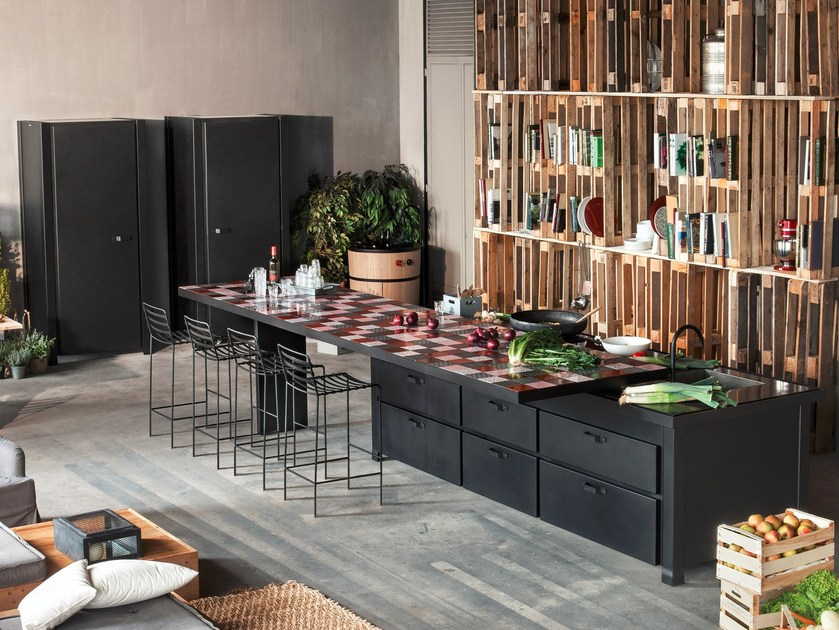 Steel kitchen with a breakfast bar tiled in lava stone MINÀ | Kitchen - Minacciolo