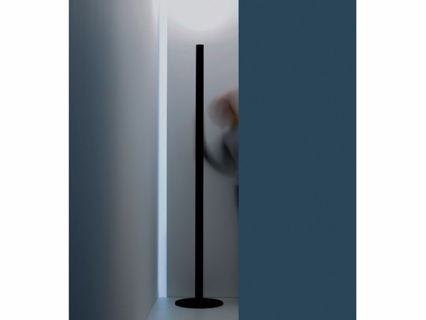 LED metal floor lamp MISTER by DAVIDE GROPPI