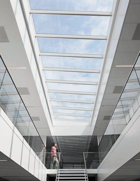 Finestra da tetto in acciaio e vetro modular skylights velux for Velux motorizzato