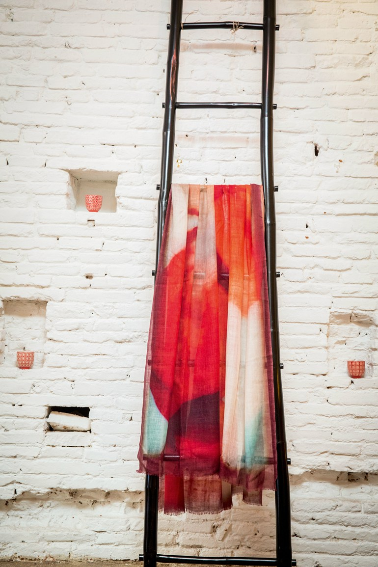 Printed silk lap robe MOON - Élitis
