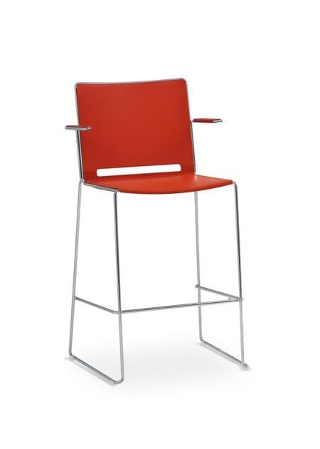 Sedia alta con braccioli con poggiapiedi multi sedia for Sedia alta