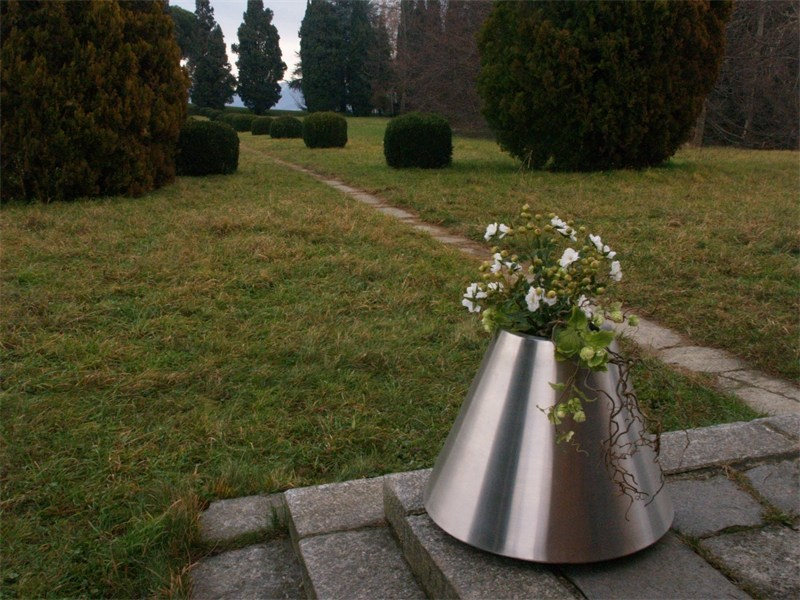 Stainless steel plant pot MYA by Martin Design