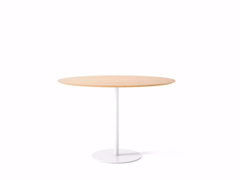 Oval wooden contract table NÚCLEO | Oval table - Punt