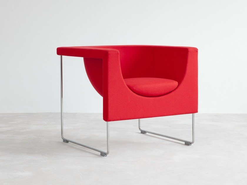 Sled base fabric easy chair with armrests NUBE | Fabric easy chair by STUA