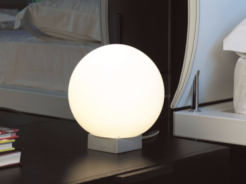 Direct light aluminium table lamp O-LAMP | Table lamp by Lucente