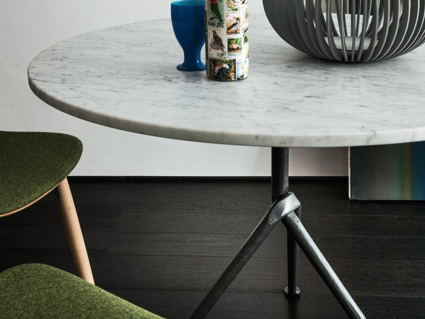 Round Carrara marble contract table OFFICINA | Carrara marble table - Magis