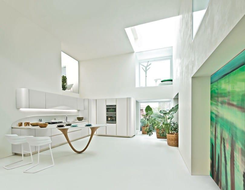 Ante in laccato micalizzato bianco Nordic e piano di lavoro in quarzo stone bianco KSoul.