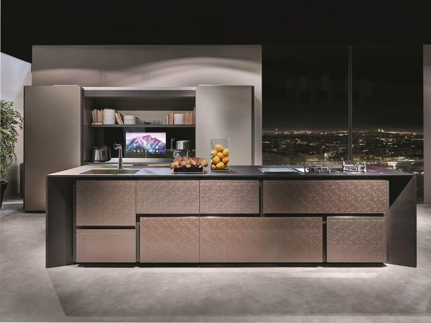 Cucina in legno e vetro con isola con maniglie integrate for Software cocinas integrales