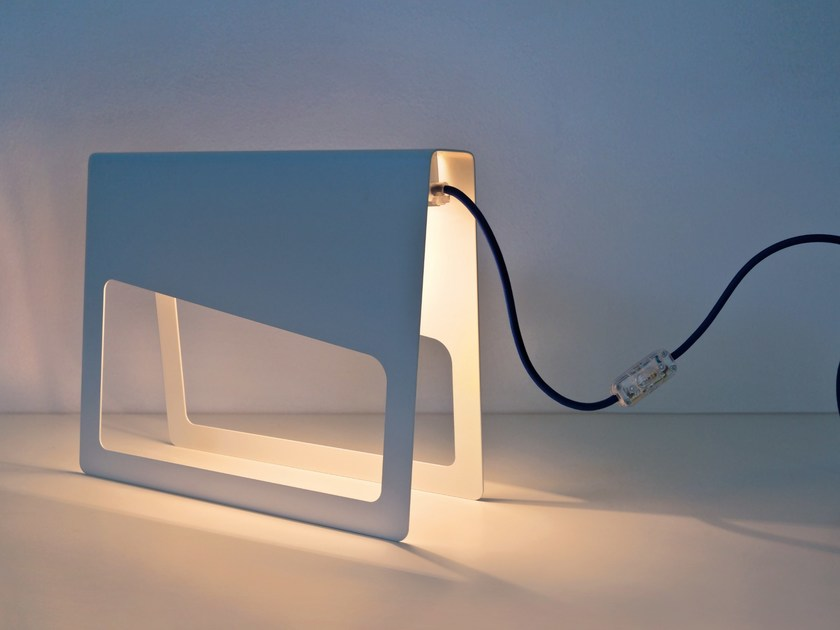 Metal table lamp PIEGA by meme design