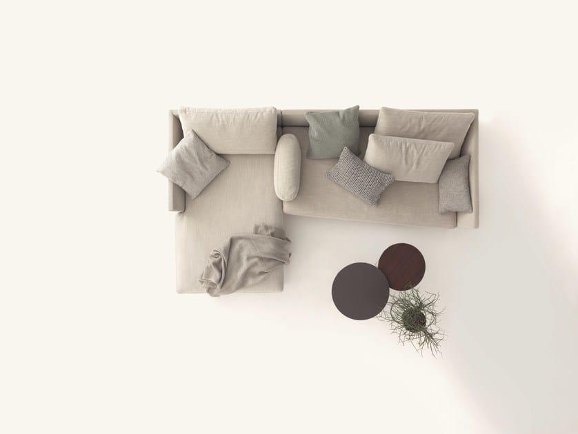 divano in tessuto con chaise longue pilotis divano con chaise longue cor. Black Bedroom Furniture Sets. Home Design Ideas