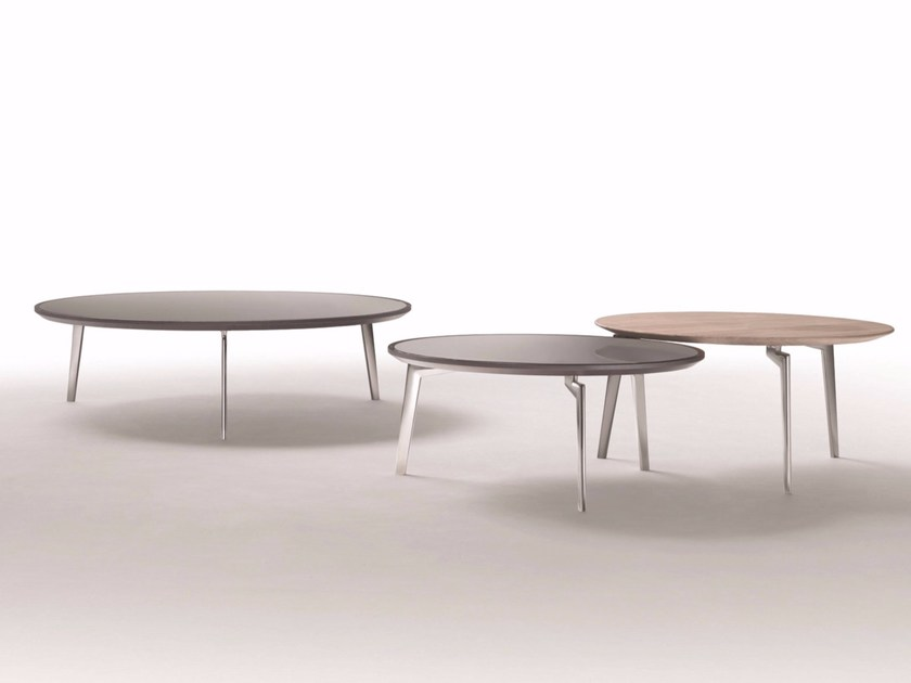 Low round wooden coffee table PLANO | Round coffee table - FLEXFORM