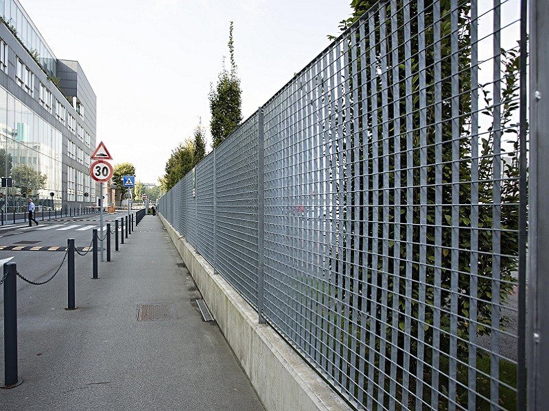 Grating fence PLEIONE® by NUOVA DEFIM