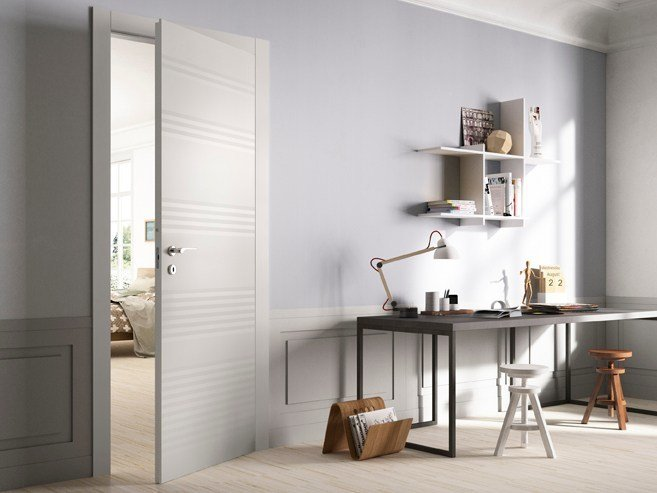 Hinged lacquered wooden door PLISSÈ - FERREROLEGNO
