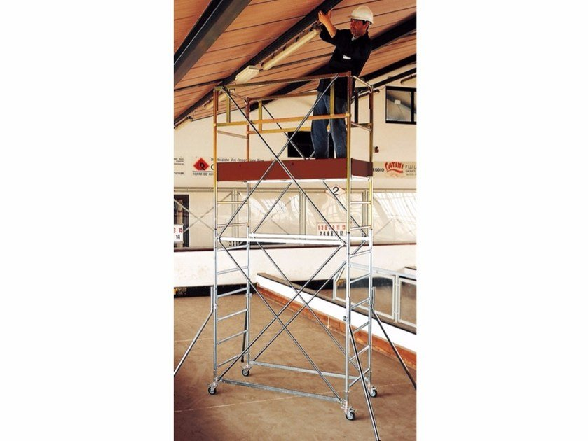 Mobile scaffolding for construction site POKER by Frigerio Carpenterie