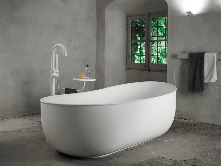 Vasca da bagno centro stanza ovale in solid surface prime for In legge suite in affitto