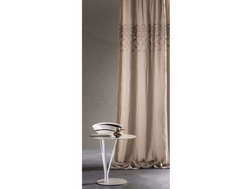 Hand embroidered linen curtain PRIMULA | Curtain - LA FABBRICA DEL LINO by Bergianti & Pagliani