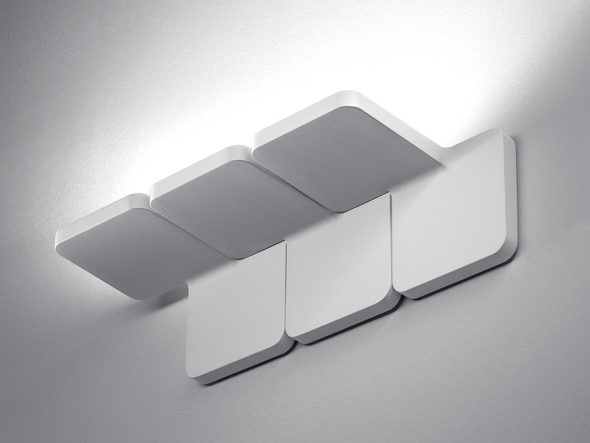 LED die cast aluminium wall light QUAD_W by Linea Light Group