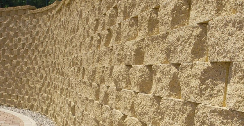 Autobloccanti in cls per muri di contenimento a secco for Recinzioni in tufo