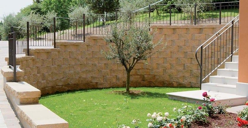 Autobloccanti in cls per muri di contenimento a secco for Elementi da giardino