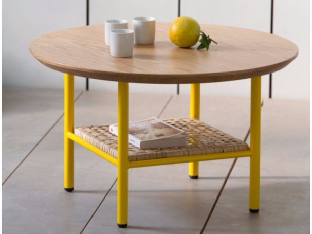Round oak side table SALBE | Round coffee table - Kann Design