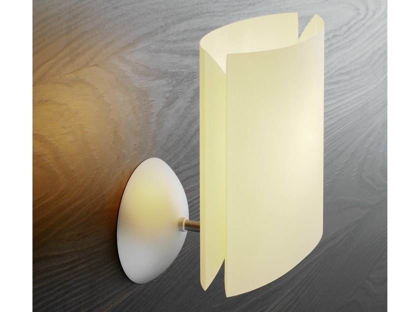 Polycarbonate wall light SARA | Wall light - FontanaArte