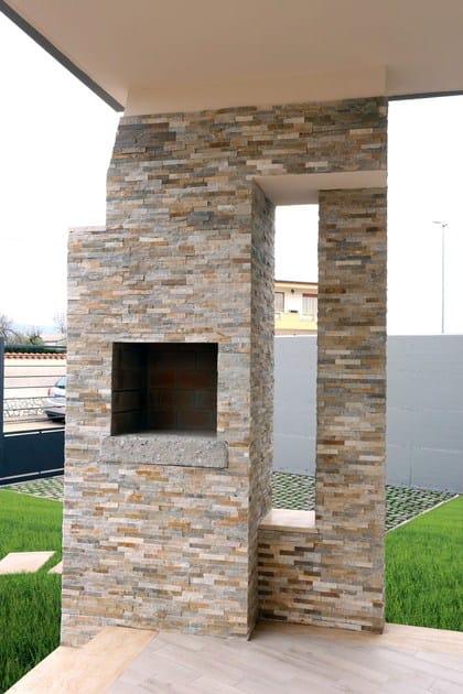 Rivestimento in pietra naturale scaglietta rivestimento for Materiali per rivestimenti esterni
