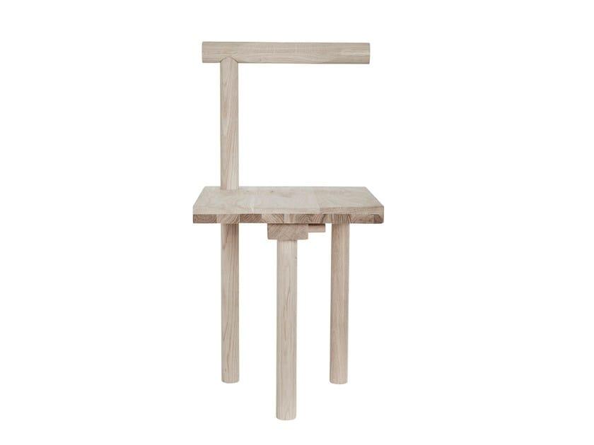Sedia in rovere con schienale aperto SCULPTURAL - Kristina Dam Studio