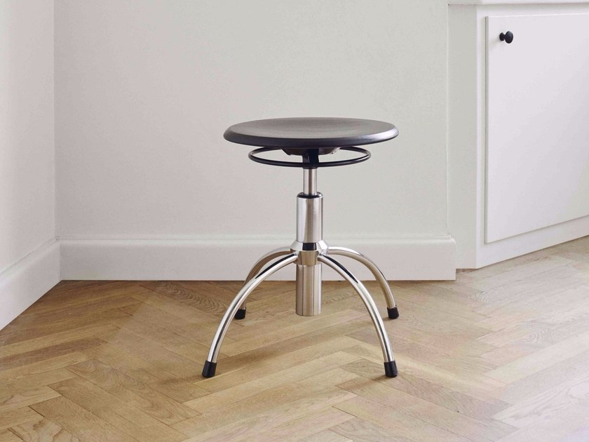 Height-adjustable Swivel wooden office stool with 4-Spoke base SE 43 - WILDE+SPIETH Designmöbel