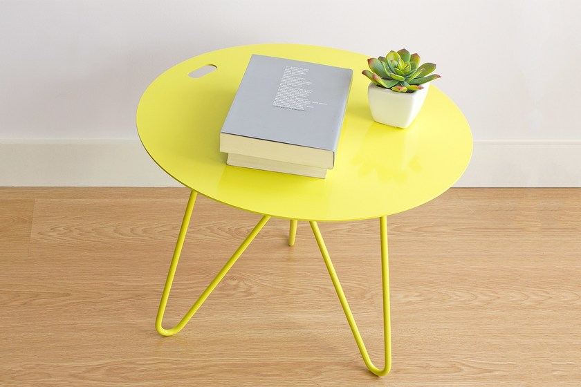 Round powder coated steel coffee table SEIS   Metal coffee table by Galula