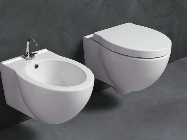 Wall-hung ceramic toilet SHORT | Wall-hung toilet by Alice Ceramica