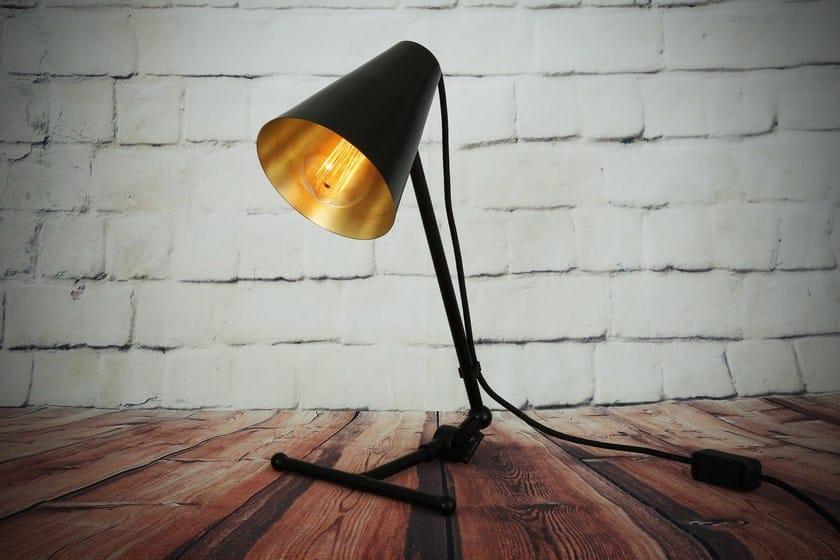 Lampada da tavolo a luce diretta e indiretta fatta a mano a LED in ottone in stile moderno SIMA TABLE LAMP | Lampada da tavolo - Mullan Lighting